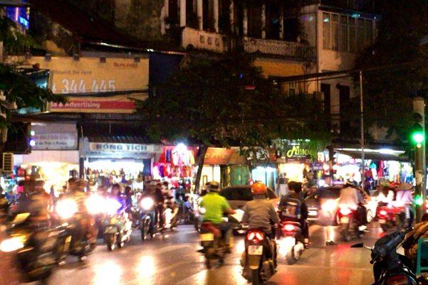 ベトナム人の必須アイテム「バイク」