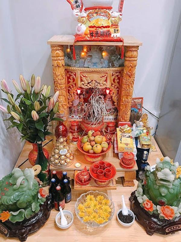 ベトナムの家や会社の入り口に祭壇があるのはなぜ?